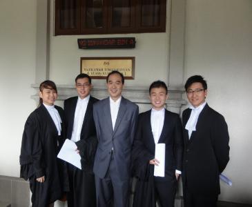 Kod pemakaian di Mahkamah bagi Peguam dan Orang Awam Kuala Lumpur Malaysia